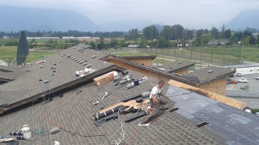 new roof construction on cedar downs condos pitt meadows. Black Bedroom Furniture Sets. Home Design Ideas